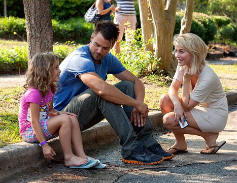 Julianne Hough, Josh Duhamel and Mimi Kirkland on the NC set of 'Safe Haven'. (photo: Us Weekly)