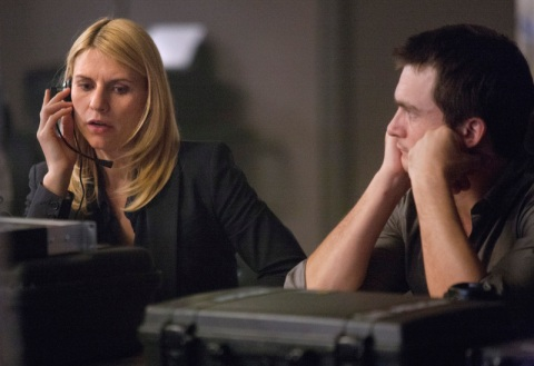 Claire Danes as Carrie Mathison and Rupert Friend as Peter Quinn in Homeland (Season 2; episode 4) - Photo: Kent Smith/SHOWTIME