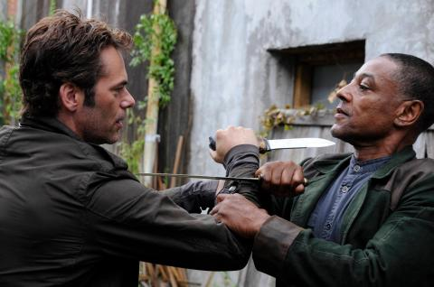 Billy Burke and Giancarlo Esposito face off in 'Revolution'.