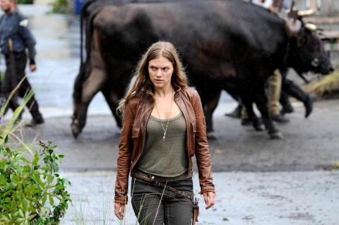 Tracy Spiridakos stars in 'Revolution'.