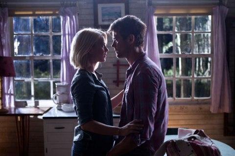 Julianne Hough and Josh Duhamel get close in 'Safe Haven', filmed in Southport, NC.