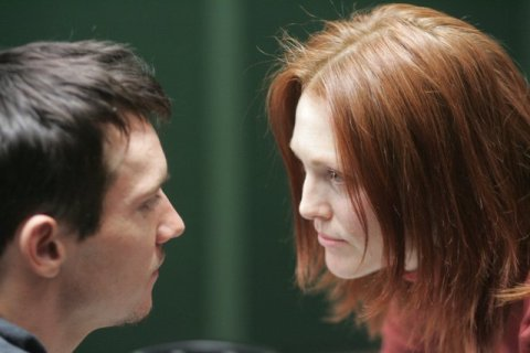 Jonathan Rhys Meyers and Julianne Moore are face to face in '6 Souls'.