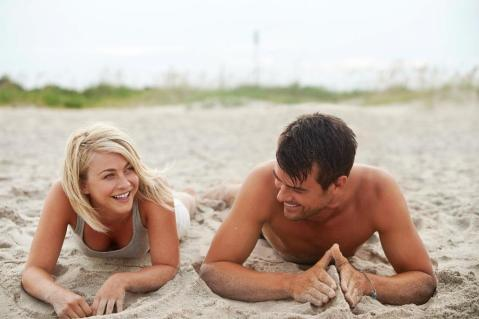 Julianne Hough and Josh Duhamel hit the beach in Southport, NC in 'Safe Haven'.