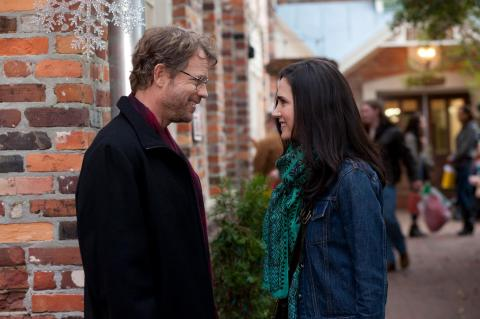 Greg Kinnear and Jennifer Connelly are 'Stuck in Love'.